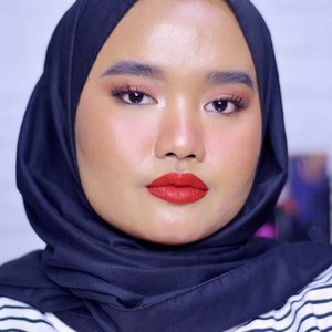 Back with red lip💋 and as always my all time favorite red lipstick is from @fentybeauty, Stunna Lip Paint in the shade Uncensored ❤ #makeupbyutiazka #clozetteid