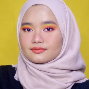 🍊🍊🍊..Details:Tbh gue lupa pakai apa aja di makeup look ini. Tapi yang jelas eyeshadownya gue pakai @morphebrushes 35B Colour Burst Artistry Palette 🧡..#clozetteid #bunnyneedsmakeup #setterspace #magellanictivity #makeupbyutiazka #makeupcommunity #crueltyfreemakeup #morphe35b #morphe35bpalette #morphebabe