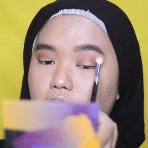 Full face using @minuet.official Palette 💕..Ini sebenarnya video first impression tapi karena ada yg salah jadi batal upload. Tp karena sayang kalo dihapus kuputuskan untuk bikin mini tutorialnya aja hahaha. Full reviewnya coming soon, yaa❤..Music by @cassettewav - Sugar Rush via @hellothematic 🌟❤..#clozetteid #bunnyneedsmakeup #beautychannelid #setterspace #bloggerceria #kbbvbyacb #magellanictivity #makeupbyutiazka #makeupcommunity #crueltyfreemakeup #thematiccreators #makeuptutorial