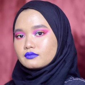 Not good enough but i'm so proud i could achieve this look😭❤ i promise i'll keep practicing!!🙌🏽..This makeup look is inspired by @ellieaddis 🌈💖..PRODUCTS:@roseallday.co The Realest Lightweight Foundation - Beige@deciem The Ordinary Coverage Foundation - 2.1 Y@morphebrushes 35B@nyxcosmetics_indonesia Liquid Suede Cream - Jet Set@lavielash - Bluebell.#clozetteid ##bunnyneedsmakeup #SociollaBloggerNetwork #beautychannelid #setterspace #bloggerceria #kbbvbyacb #beautiesquad #beautyjournal #magellanictivity #makeupbyutiazka #makeupcommunity #crueltyfreemakeup #RoséandSlay