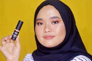 Berhubung ngga punya blush warna peach-oranye, akhirnya nyobain @makeoverid Multifix Matte Blusher shade Heatshot yang kebetulan waktu itu di-request temankyu untuk di-review heheh. Review-nya sudah up yah di Youtube! Link-nya di bio 🌻..#kbbvmember #magellanictivity #beautybloggerindonesia #clozetteid #beautyreviews #crueltyfreeblogger #crueltyfreebeauty