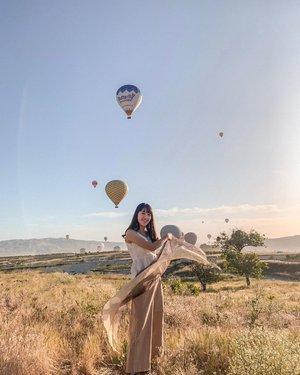 Woke up at 2am and it was worth it✨, with our captain in charge�� . . . . . . #cappadocia #cappadociaballoon #ootdindonesiaa #ootdbloggers #qotd #quotesoftheday #ootd #ootdindo #portraitmood #wiwt #lookbooknu #ootdstyleid #ootdstyle #looksootd #lookbooker #wiw #selfportrait #ootdsubmit #ootdmagazine #ootdasian #portraitpage #womenportrait #portraitmood #clozetteid #womenportrait