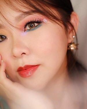 Entah mengapa foto pake hp malah lebih keliatan makeup matanya 😂 . Bagusan foto 1/2 nih? 🙈 . #christinbun #indobeauty #monolidmakeup #monolid #juicylips #makeuplooks #makeuplover #motd #makeupideas #beautybloggerindonesia #bandungbeautyblogger #clozetteid