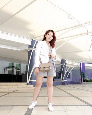 White blazer + white sneakers = 👍🏻/👎🏻? . . . #potrait #advanceselfie #asianpotrait #summervibes@ootdindo@ootdmagazine@lookbookindonesia@looksmagazine@cosmogirl_ind @lookbookindonesia @styled.ootd #clozetteid #styleblogger #ootd #fashionblogger #lookbookindonesia #ootdasian #styleootd#stylenanda #styleicon #whatiwore  #styleasia #ootdindo #ootdfashion #fujigirl #fujixa3 #terfujilah  #스트릿스타일#스트릿패션#얼짱 #패션피플