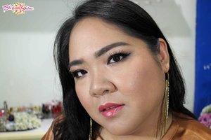Jadi ceritanya bulan ini aku lagi rajin Collab.  This look is inspired dari Crazy Rich 💖 . In collaboration with my @beautiesquad ladies 💄 . #blossomshine #makeup #crazyrichasian #crazyrichmakeup #makeup #makeupcollaboration #makeuppesta #makeupartistindonesia #makeupartistbsd #muajakarta #muabsd  #Beautiesquad #BSOktCollab #BSCollab #BSRichSehari #CrazyRichIndonesian #TajirSehari #ragamkecantikan #tampilcantik #clozetteid
