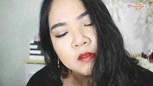 Ada yang bisa tebak,  aku pake Metallic Matte Lipstick @purbasarimakeupid no berapa disini?  Yuk cek review dan Swatches ke 5 warnanya (ALL shades)  di postingan terbaruku! 💖 As always direct link is on bio 👆😊 . Have a blessed day! 😘 . https://blossomshine.com/purbasari-metallic-color-matte-lipstick-review/ . #blossomshine #blogupdate #makeupreview #makeup #makeuphoarders #makeupcollector #makeuptalk #lipstick #lipstickmadness #metallicmatte #metallicmakeup #lipsticktalk #lipstickjunkie #motd #purbasarimetalliccolormattelipstick #purbasari #purbasarimatte #beautiesquad #bloggerperempuan #kbbvmember #clozetteid #indobeautysquad #IndonesianBeautyBlogger #beautybloggerindonesia #BeautyChannelID