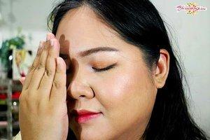 Rasanya kurang afdol kalau gak upload dua sisi.. Hahaha.. Uda cek cerita lengkap dari look ini belum?  Kalau belum,  direct link to the blog post ada di bio y guys 😘💖 . #blossomshine #makeup #makeupseharihari #makeuppesta #duolook #Ragamkecantikan #tampilcantik #clozetteid #makeuptalk #selfie #beautiesquad #bunnyneedsmakeup #beautybloggertangerang #beautybloggerindonesia