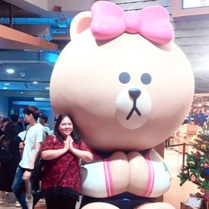 Jadi ceritanya masih belum bisa move on dari #thailandtrip 😭 masih pengen holiday.. Tapi tak apalah.. Bentar lagi #liburnatal 😍💖 can't wait to be reunited with @reinhardsimeon again 😊 . #blossomshine #blossomshinetravel #Thailand #linevillagebangkok #linecharacter #linebrown #clozetteid #selfie #travelling