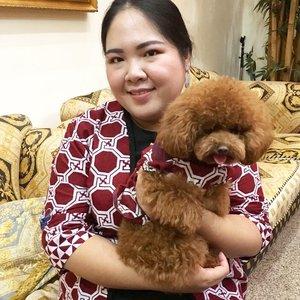 With Choco Pei the puppy, coz it's the year of dog 🐩💖.#blossomshine #cny #cny2018 #imlek #imlek2018 #kbeauty #koreanbeauty #asianmakeup #simplemakeup #blushinglook #freshlook #motd #ClozetteId #beautybloggerindonesia #beautiesquad #bloggerperempuan #kbbvmember #yearofdog #yearofdog2018 #puppy #toypoodlepuppy
