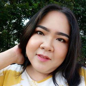 TGIF guys! Pasti uda gak sabar mau weekend-nan kan 😃 Pada planning kemana nih hari ini? . Btw #motd hari ini full face using @minuet.official palette, and on the lips using lipstick @tasyafarasya x @elsheskin shade Hope 💋 . #blossomshine #selfie #tgif #wakeupandmakeup #makeuptalk #dailymakeup #naturalglam #getglam #minuetpalette #elshesquad #elsheskin #beautyguruindonesia #tampilcantik #Ragamkecantikan #clozetteid #femaledaily