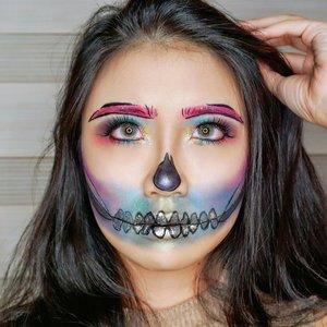 ❤️🧡💚Rainbow Pop Art Skull Halloween Makeup Look💚💙💛 . Makeup Details: - @jeffreestar @jeffreestarcosmetics Beauty Killer Eyeshadow Palette & @klaracosmetics_id @klaracosmetics in Malibu. - @wardahbeauty EyeXpert Optimum Hi-Black Liner - @superfacestudio stardust holographic shadow - @kaycollection Kay Lash in Girl Next Door 26mm - Softlense: @x2softlens Na Azul . Inspired by: @jessiepaege . . #clozetteid #eyemakeup #halloweenmakeup #halloween #eye #instamakeup #makeup #eyes #eyesmakeup #color #colorful #colorfulmakeup #charactermakeup #skullmakeup #skullmakeup