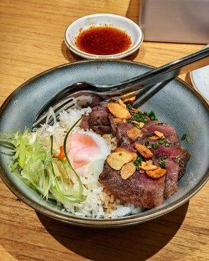 Enjoying my Truffle Gyu-don👅💦. Have yourself a good dinner, everyone!💞..#clozetteid #truffle #trufflegyudon #sushihiro #sushihiroindonesia #dinner #japanese #japanesefood #instafood #instafoodie #foodporn #meat #steak