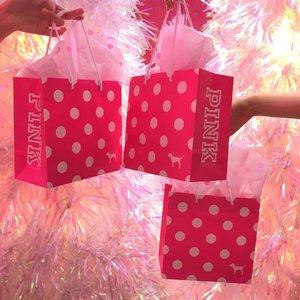 Packaging + season is on point👌🏽💗☃️ @victoriassecret @vspink . . . . #clozetteid #clozetteambassador #clozettemobileapp