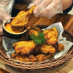Goodness of ayam goreng😋🍗. Happy friday! | 🤚🏼tangan: @mdfna . . #clozetteid #foodies #friedchicken #goobne #goobnechicken