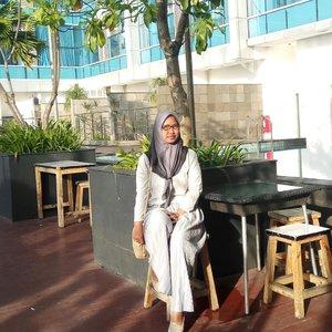 *STAYCATION*Buatku penting sekali, membahagikan diri sendiri sebagai apresiasi dari hasil sebuah pekerjaanYes i'm loving my job, now. Bisa membawa keluarga sembari bekerja itu membanggakan sekali. Dan semua itu hasil melangkah keluar dan menjauh dari rumahPagi ini, aku dan keluarga masih berada di @bwpthehive Best Western Premier The Hive hotel di kawasan Jakarta Timur dekat dengan Bandara Halim Perdanakusuma dan dekat TMIIBangunan hotelnya dilengkapi mulai dari retail cafe, apotek, minimarket di lantai 1. Restoran, minibar, kolam renang terletak di lantai 5 setelah resepsionisAnakku gak mau pulang, jadi gimana dong? Apalagi main ke gymnya, bakalan lanjut nih staycation di sini💕❤️ Enaknya kuceritain di blog ajalah, gimana keseruanku bareng keluarga menginap di sini#HotelJakartaTimur #HotelDekatHalim #BWPTheHive#jalanyuknak #momblogger #bloggerlife #ootd #fashion #clozetteid