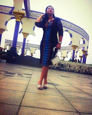 I am wearing #tenunrangrang ,designed by my self. #ootdindo #ootd #proudtobeindonesian #tenunindonesia #photomodel #photooftheday #clozetteid #Indonesia #kain #brokat #ethnic #ethnicstyle #photography #majt
