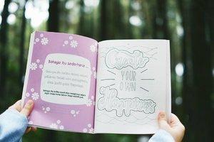/ Bahagia itu sederhana / Salah satu halaman dari #OpenYourMindBook 💕  Bahagia pula rasanya bisa menuangkan refleksi & inspirasi saya melalui buku ini. Semoga buku ini juga bisa memberikan hal yang sama bagi para pembacanya.  Pssst, ada yang mau #OpenYourMindBook juga ga? Stay tune yaa, siapa tau saya mau bagi-bagi buku 😉  #GoFUJIFILM #Fujifilm #fujifilm_id #FujiXA3 #XA3 #xf35mmf14 #terfujilah #ClozetteID