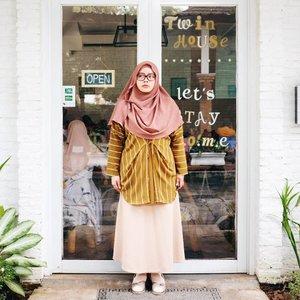 Earthy-tone mood 🌾🍂🍃 Scarf: @mysummerblossom Top: @uniqlo for #uniqloxhanatajima  Shoes: @happyhoppyid  #tapfordetails #fashionmodesty #hijabfashion #hijabootdindo #ootd #ootdindo #lookbookindonesia #lookbook #chestcoveringhijab #hijabinspiration #outfitideas #ClozetteID