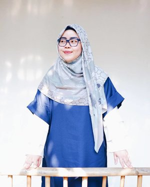 Lavender's blue, dilly dilly..Lavender's green..When you are king, dilly dilly..I shall be queen 🎶Scarf: @inforiamiranda Dress: @rgz.official#tapfordetails #fashionmodesty #hijabfashion #hijabootdindo #ootd #ootdindo #lookbookindonesia #lookbook #chestcoveringhijab #hijabinspiration #outfitideas #ClozetteID #riamirandastyle