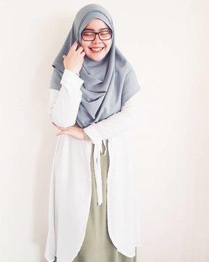 // what I wore //Scarf: @vanillahijabOuter: @hijupInner: @karitamuslimsquare#tapfordetails #fashionmodesty #hijabfashion #islamicfashionistas #hijabootd #hijabootdindo #ootd #ootdindo #lookbookindonesia #modeststreetfashion #modestmodeofficial #themodestymovement #chestcoveringhijab #modestmuhaajaba #hijabcovered #hijabinspiration #hijabstyle #indonesianhijabi #ClozetteID