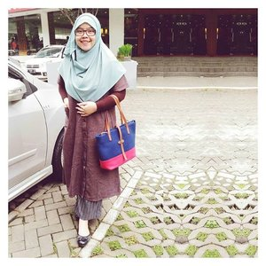 Full look (part. 1)....#tapfordetails #fashionmodesty #hijabfashion #islamicfashionistas #hijabootd #hijabootdindo #ootd #ootdindo #lookbookindonesia #modeststreetfashion #modestmodeofficial #themodestymovement #chestcoveringhijab #modestmuhaajaba #hijabcovered #hijabinspiration #hijabstyle #indonesianhijabi #ClozetteID #iwearghaidainstan