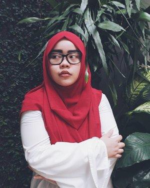 Tryin' to be fierce, but the result like someone is getting cold 😷  Scarf: @heaven_lights // Top: @kivitz_  #tapfordetails #fashionmodesty #hijabfashion #hijabootdindo #ootd #ootdindo #lookbookindonesia #lookbook #chestcoveringhijab #hijabinspiration #outfitideas #ClozetteID