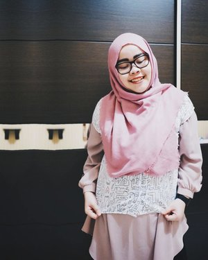 "Yesterday in @cottonink x @abenkalter ""Sirius"" as an outer 💕 #cottoninkxabenkalter  #tapfordetails #fashionmodesty #hijabfashion #hijabootdindo #ootd #ootdindo #lookbookindonesia #lookbook #chestcoveringhijab #hijabinspiration #outfitideas #ClozetteID"