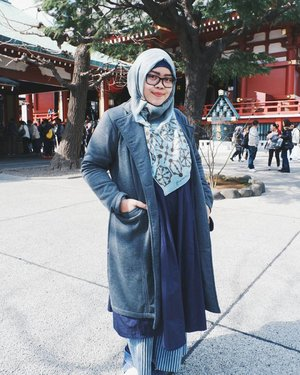 # Sensō-ji Temple # The best season to wear layering clothes.  #indahrptrip #IndahRPinJapan #japantrip #SensojiTemple #ClozetteID #tapfordetails #fashionmodesty #hijabfashion #hijabootdindo #ootd #ootdindo #lookbookindonesia #lookbook #chestcoveringhijab #hijabinspiration #outfitideas #riamirandastyle