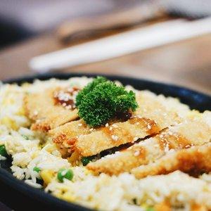 #whatsonthetable: nasi goreng katsu hot plate...#ngopidoeloe #visitbogor #explorebogor #kulinerbogor #bogoreatery #GoFUJIFILM #Fujifilm #fujifilm_id #FujiXA3 #XA3 #xf35mmf14 #terfujilah #instafood #foodporn #ClozetteID