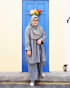 Greyish-blue tone for yesterday 🌫•••Scarf: Nebula scarf @inforiamiranda Top: Barley dress @rgz.official Shoes: @footrunwear•••#tapfordetails #fashionmodesty #hijabfashion #hijabootdindo #ootd #ootdindo #lookbookindonesia #lookbook #chestcoveringhijab #hijabinspiration #outfitideas #ClozetteID#explorejogja #jogjatrip #indahrptrip #IndahRPinJogja #GoFUJIFILM #Fujifilm #fujifilm_id #FujiXA3 #XA3 #xa3_id #XC1650mm #terfujilah