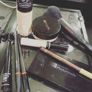 One brand makeup product 😘😘😘🌻🌻🌻 #revlon24hrs #makeup #onebrandmakeup #makeupclass #makeupclassjakarta #instafoto #liketolike #clozette #clozetteid #clozettemakeup #revlonfoundation #revlon #revlonid