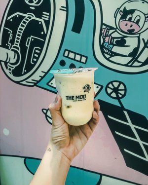 Have you freshen up? It's Saturday, and don't forget to enjoy the weekend with something fresh and healthy 😉..P.s. it's an old picture but, I do enjoy their yogurt. Feels so good to try their Passion Fruit Yogurt @themoo.id 🍦🥛.....#mystoryoflight #myhappyviews #weekendvibes #todaysgoodthing #myquietbeauty #aslowmoment #seeksimplicity #seekthesimplicity #daysofsmallthings #flatlaytoday #theauthenticliving #abmlifeisbeautiful #quietchaotics #capturequiet #flatlayjournal #foodinhands #handsinframe #healthylifestyles #healthylifehappylife #clozetteid