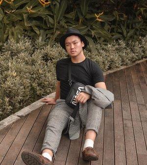 Feeling comfort with my black t-shirt from @mujiindonesia – Gimana hari Senin kalian, gak ada yang telat ke tempat kerja kan? 📸. @edlinjap  #mujiindonesia #ootdmen #lookbooker #ootdcowok #lookbookindonesia #fashionremaja • • • • #ootd #mondaystyle #styletofollow #whpstyle #asianguy #asianfashion #asianootd #fashionblogger #fashioninfluencer #whatiwear #fashionstyling #fashiondiaries  #ootdmenindo #ootdmenstyle #lifestyleblogger #instagood #browns #ootdindokece #ootdbloggers #ijulwardrobe #clozetteid #theshonet