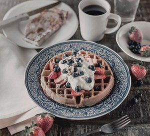 Waffle it up your Saturday, Jakartans 💕💕💕//Good Morning guys, don't forget to eat your beautiful breakfast like this waffle. Make sure your tummy is ready to heat up your weekend. Happy Saturday guys :).......#unsplash #foodie_features #indofoodgram #foodyfetish #originalfood #foodismylife #foodonly #foodfeud #satisfyingfood #repostthis #foodofmylife #fooddiaries #foodpornshare #eatingdiaries #clozetteid #theshonet  #fooddestination #whatsyourbreakfast #happysaturdayeveryone