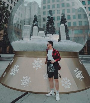 Yesterday, I just had my enjoyable walk at @plaza_senayan and I found this Christmas thing. –– Also, as you guys know, comfort is number one for me during my day. So, I choose Jelo White shoes from @jacksonsh.id to accompanying me. Swipe for details 💯✨#walkwithjackson • • • • #outfitdiary #mywhowhatwear #mensfashionhub #fashionmenstyle #outfitpic #whatwhenwear #styleandsociety #outfitdetails #menswearguide #wearingtoday #mensfashionposting #style4men #guyfashion #gentsfashion #dandystyle #retrodandy #urbanfitters #ijulwardrobe