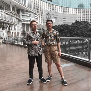 """""""KIND OF THROWBACK"""" – I kinda miss my previous hairstyle. Like the one in this picture with @stefanussoey . By the way, how was your day guys? . . . . . #whitevibes #throwback #indonesia #meetup #wefie #ootdindo #ootdmen #cowokjakarta #ootdjakarta #jkthangout #visualambassadors #ootd4nylonjp #creativeforpositive #ootdindokece #clozetteid #theshonet"""