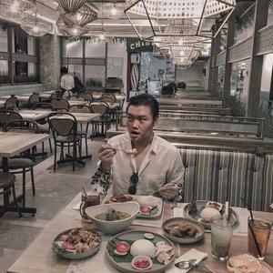 Met lunch guys:)! Anyway, disini ada yang suka juga gak sih makanan khas Bali? Nah, aku mau kasih rekomendasi bagus nih guys:). Kalian, mau kan ngerasaiin makanan khas Bali yang super enak dan bumbunya yang puoll ngeresep banget, tapi bingung mau makan dimana? Ayok, cobaiin nih @taliwangbali di Emporium Mall Pluit. Disini makanannya super enak deh, dijamin mantap.–By the way, di @taliwangbali ini, ada diskon 17% all food guys:)!, lumayan banget ga sih? Dan promo diskonnya dimulai dari tanggal 16-17 Agustus aja loh. Soo menarique dan buruan guys jangan sampe ketinggalan ya:). –Have a good day.......#taliwangbali #ijuleatsdiary #makanbarengjulian #eatfever #indokuliner #kulinermulu #kulinerid #makansiangyuk #metlunch #lunchie #lunchies #indonesiancuisine #balinesefood #loveeat #fooddiaries #dietmulaibesok #makanyok #foodie_features #clozetteid #theshonet