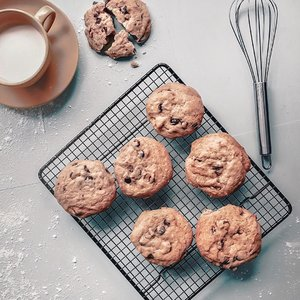 Happy Sunday everyone 👋🏻 | Cookies and milk 🍪, who can't resist right? //Classic, tasty, and super delightful breakfast kind of vibes 💕......#dandystyle #flatlaystyle #visualgrams #indovisualgram #breakfastideas