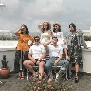 SATURDAY'S HANGOUT RECAP – Finally, we're meeting up at this Santorini Vibes restaurant. It's called as @sudoettjerita . Different style, content, and even lifestyle, but we made it. We finally met and did sharing a story:). – Thankyou for yesterday 👋🏻❤️ . . . . . #currentlywearings #lookbookindonesia #menswearjournal #whpstyle #styletofollow #indofashionpeople #lookbooker #lookbookindo #inspostyle #menswearblogger #ootdmagazineid #styleoftheday #retrocasual #retrolook #retrostyler #casuallifestyle #lifestyleinspo #byootd #ootdindokece #ootdindonesiaa #ootdindoman #ootdindomen #jktupdate #clozetteid #theshonet #santorinivibes #jktgo