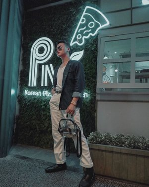 Been a long time not wearing this unique design denim jacket 🧥. The one that I'm wearing it's from @tahalim.id . And this look is the throwback look to attend @tommyjeans on @grandindo . What do you think? Denim enough maybe? –– Random Question: Tell me your favorite pizza flavor (if you know what I'm talking about 😋) plus what's your favorite go to outerwear? • • • • #menswearinspired #mensfashiontrends #menweardaily #outfitblog #outfitdiary #menstylegoals #mensfashionteam #mensoutfitstyle #retrourban #urbanstylegents #outfitposts #simplydapper #dandystyle #menaboutfashion #menstylepage #ootdmenstyle #gentwith_