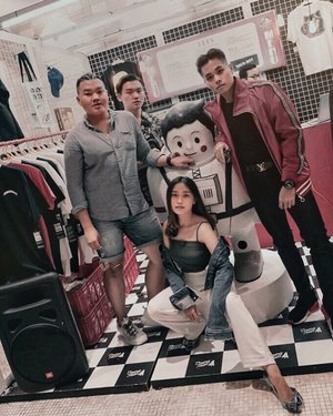 Throwback to Cosmonaut @cosmonautspacewear pop up store event at @pikavenue mall with all this creators. Have a great weekend everyone . . . . . . . #cosmonaut #cosmonautspacewear #jktgo #throwbackevent #throwbackshoot #asianmenstyle #asianguys #asianstyle #stylegrams #menfashionblog #menblogger #fashionbloggerindonesia #clozetteid #theshonet