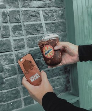 Sweet things on Saturday, with me and my very first time trying: @ovaltineidn x @banban.tea . Are you a sweet tooth person? 🍫 ––Anyway, got my matching case to from @jlee.corner . Chocolate on chocolaty day✨💕.••••#menstyles #chocolateday #newphonecase #ovaltinexbanban #banban #sweettoothforever #sweettoothsatisfied #lifestyleguide #menslifestyle #menstylebloggers #foodgrams #menaboutfashion #clozetteid #theshonet