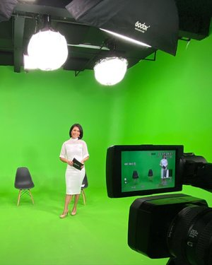 Say hello to Green Screen 🙌�  Had a fun talk with Bp Wibawa from Signify (Philips) , Bp Deddy & dr Hermawan.  We talk about UV-C to deactivate virus especially for Covid-19. Hope everything gonna be safe & clear with this new technology from Signify.   Keep Healthy all !! 🙂  #presenter #tvpresenter #host #tvhost #mc #mcevent #mcwebinar #moderator #moderatorwebinar #uvc #signify #masterofceremony #mcindonesia #mcjakarta #clozetteid #mcmelgib #signifyindonesia