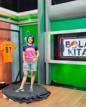 Tonight Bola Kita will be back at 20:30 pm only on @useetv @useetvcom @useesports #presenter #sportpresenter #host #presentertv #tvpresenter #clozetteid #sportnews