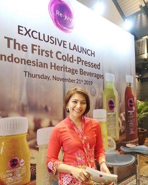 Wohoo hari ini Indonesia banget looksnya karena ada di event @rejuveid yang meluncurkan Indonesia Heritage Beverages apakah ituu??? Jawabannya adalah Jamu!! Siapa disini yg suka minum jamu?  #mc #masterofceremonies #mcjakarta #mcindonesia #launchevent #rejuveid #clozetteid #host #tvhost #tvpresenter #presenter