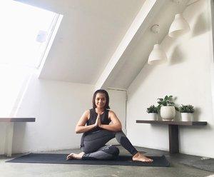 TGIF  #clozetteid #yoga #yogapose #behealthywithmelgib #happyyoga #happymindhappylife #happymind