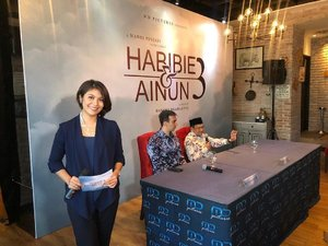 Hari ini dpt kesempatan buat memandu acara press conference film @habibieainunmovie sekuel ke 3 yg bakal tayang 19 Des 2019 nanti. So happy eyang Habibie again☺️ #mc #mcjakarta #mcindonesia #habibieainun #habibieainunmovie #habibieainun3 #clozetteid #pressconference