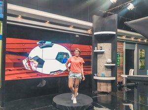 Yuhuuuu Bola Kita siap hadirkan informasi seputar sepak bola tanah air malam ini pukul 20:30 hanya di @useesports @useetvgo @useetv Next slide to see our team ❤️ See you tonight! 💋#clozetteid #useetv #bolakita #presenter #tvpresenter #host #tvhost