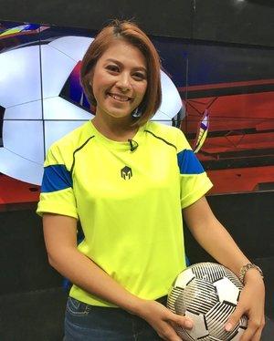 Hey jangan sampai ketinggalan program Bola Kita malam ini pukul 20:30 ya ☺️😁 #presenter #sportpresenter #tvhost #host #sport #football #sportanchor #clozetteid