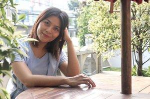 Hari ini belajar golder hour sama @stefaniginting 😂 panaseee polll tapi tetep disuruh senyum 😆  #clozetteid #goldenhour #waiting #beautyvlogger #indonesiabeautyvlogger #photography #smileface #happyface